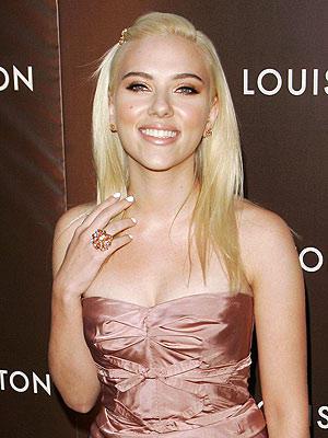 Scarlett Johansson looking very gorgeous