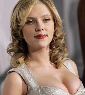 Scarlett Johansson big boob show wallpaper