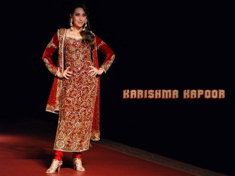 Karishma Kapoor beautyful dress wallpaper