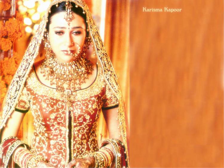 karishma kapoor wedding dress wallpaper