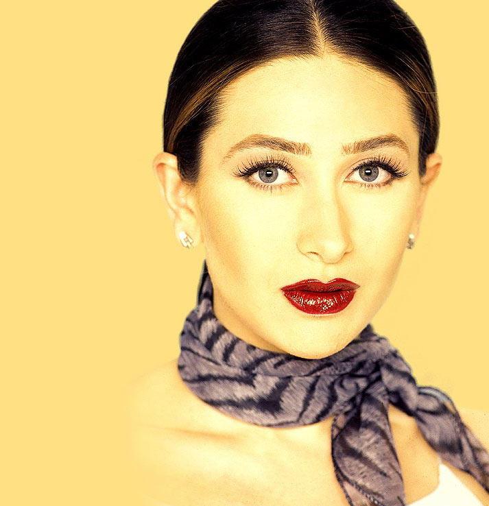 Karishma Kapoor red lips wallpaper