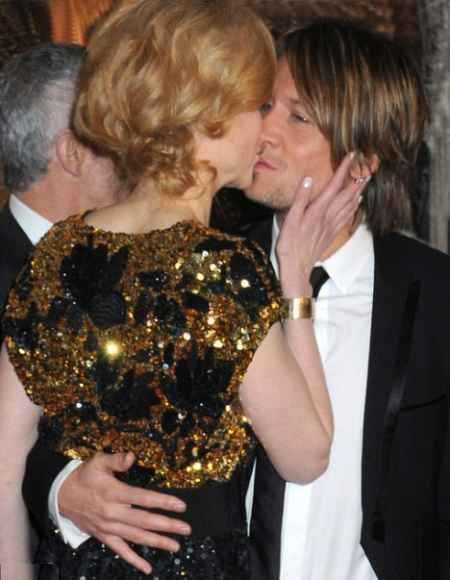 Nicole Kidman kissing still
