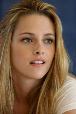 Kristen Stewart cute lips and brown hair wallpaper