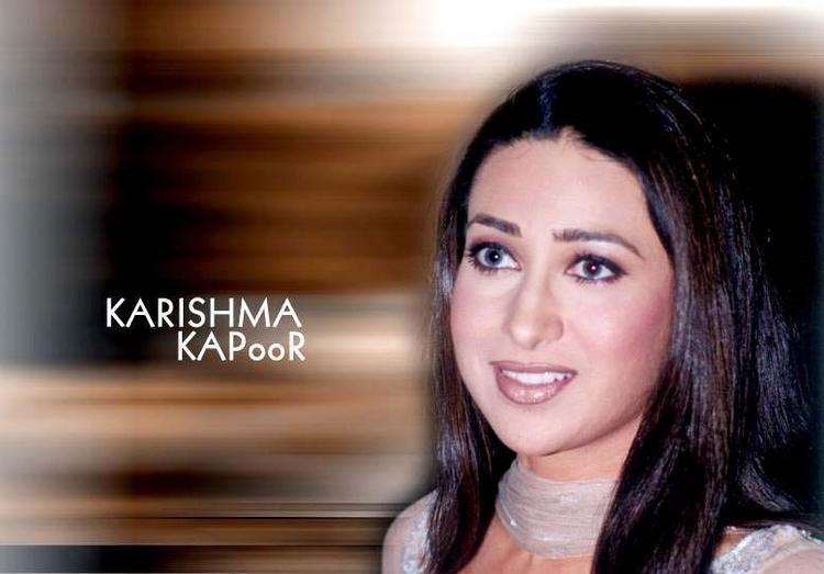 karishma kapoor cool smile wallpaper