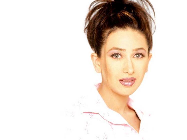 Karishma Kapoor hot look