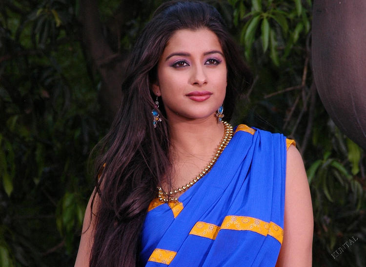Madhurima sizzling sexy look