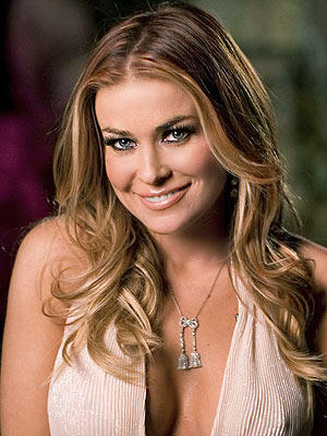 Carmen Electra deep cleavages show wallpaper