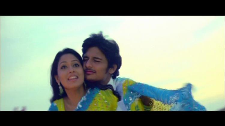 Jeeva and pooja perunthil nee enakku janna oram movie romance still