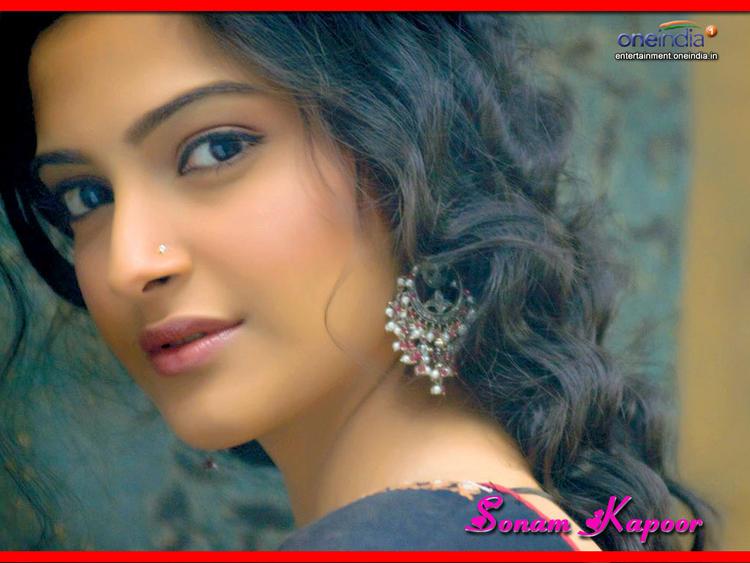 sonam kapoor sizzling hot sexy look