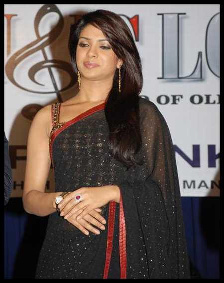 Hot Babe Priyanka Chopra in Saree