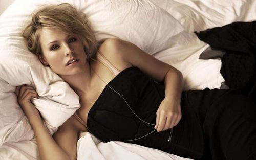 Kristen bell black color dress photo shoot