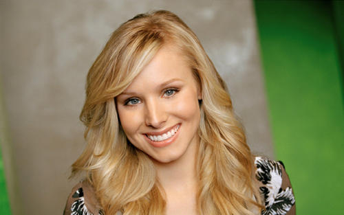 Kristen bell face and smile very nice pics