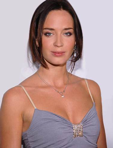 Emily blunt romantic look hot images
