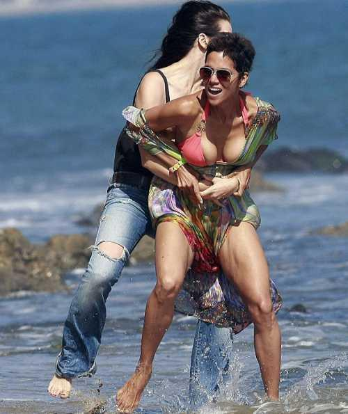 Halle Berry is enjoying with friend at beach