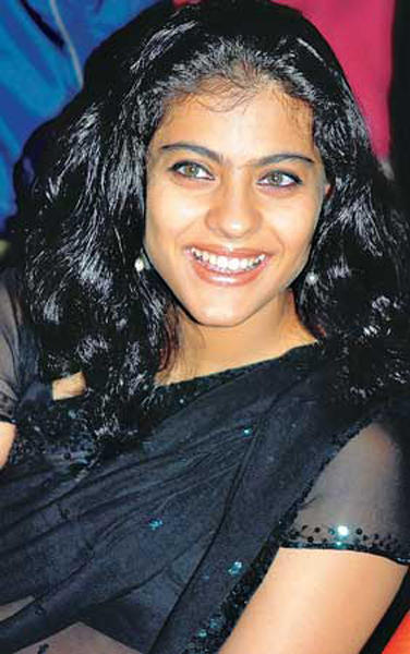 Bollywood Dusky Beauty Kajol Devgan face pic