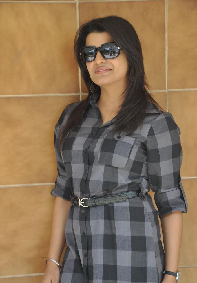 Tashu Kaushik Dual color dress photo