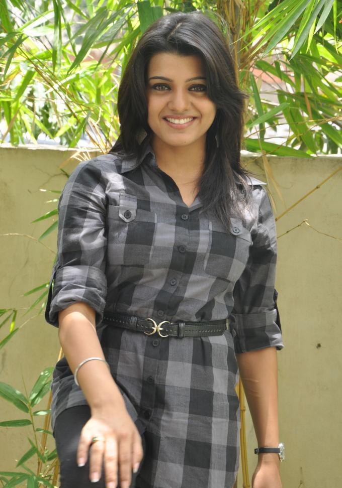 Tashu Kaushik  sweet smile pic