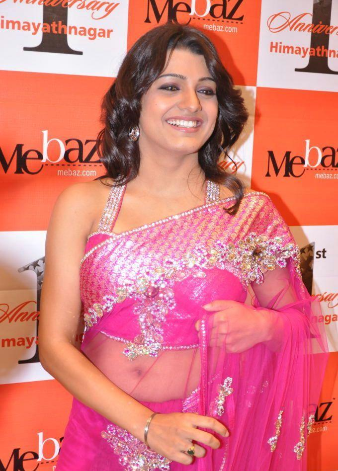Tashu Kaushik  beautiful smile in saree
