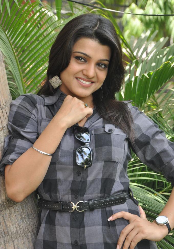 Tashu Kaushik romantic look