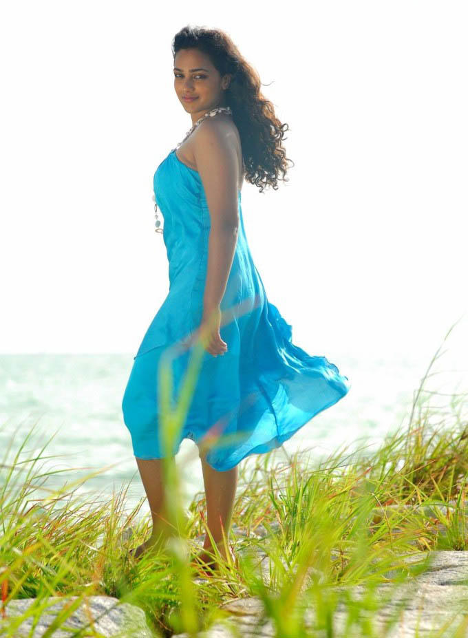 Nitya Menon sleeveless dress pic