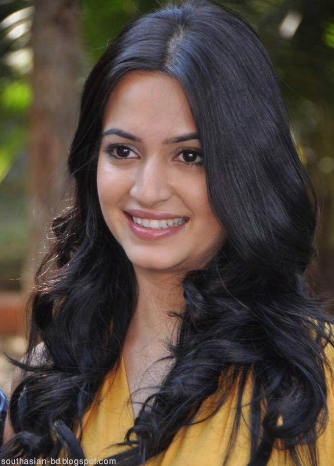 Actress Kriti Kharbanda beautiful face look