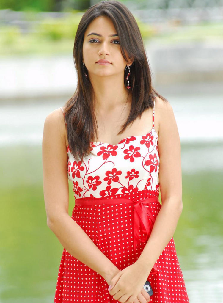 Gorgeous Actress Kriti Kharbanda photo