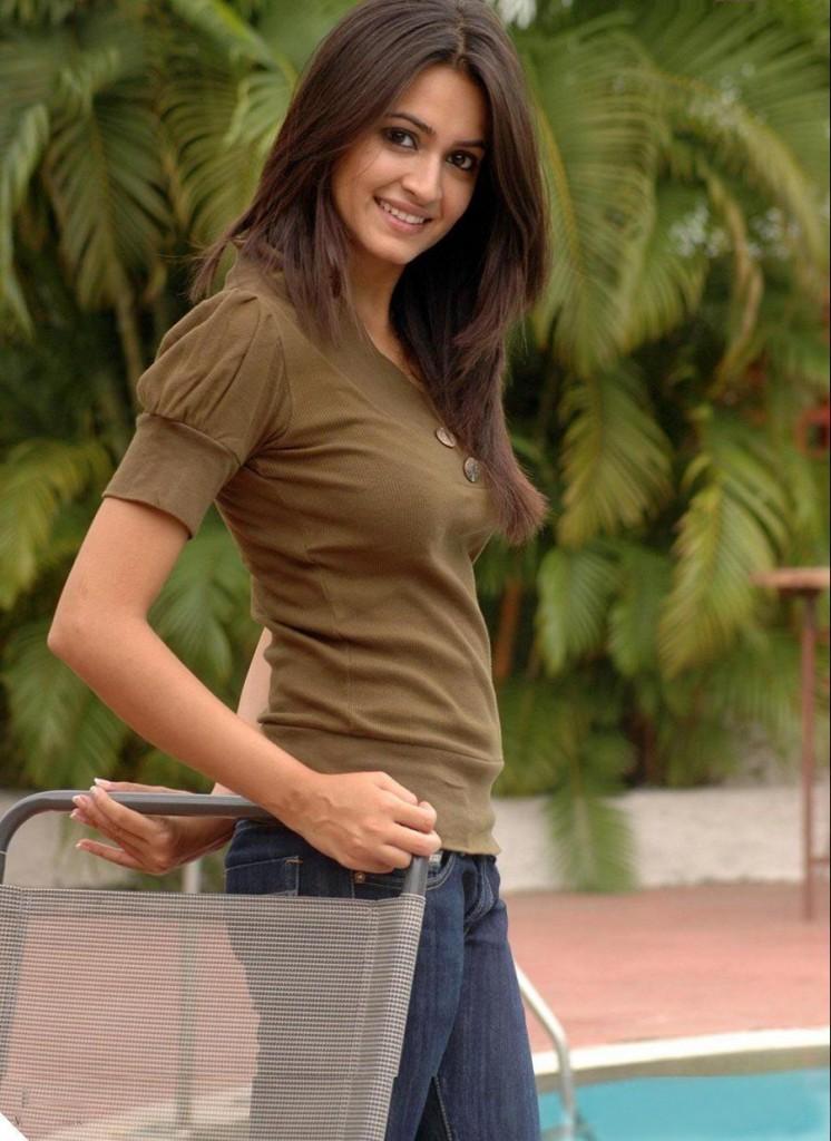 Feet Telugu Actress Kriti Kharbanda cute look