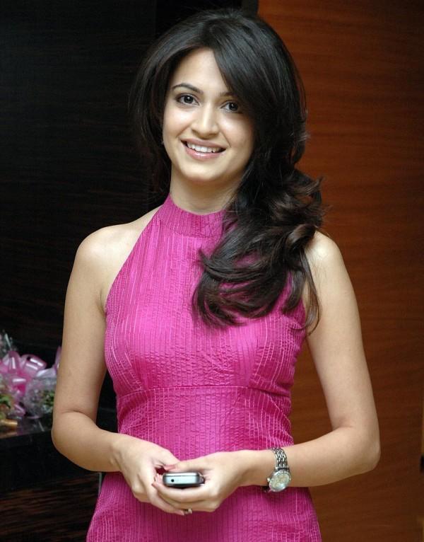 Kriti Kharbanda pink dress awesome still