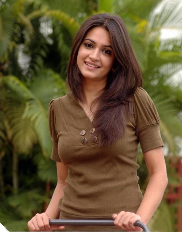Kriti Kharbanda black mix brown hair cute still
