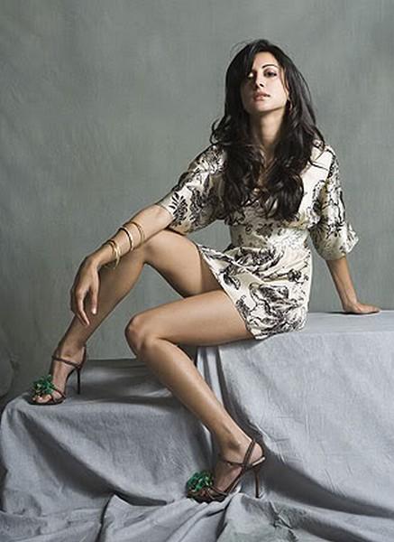 Hot Noureen DeWulf  sexy exposing photo shoot