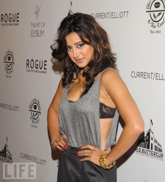 Noureen DeWulf sexy dress picture