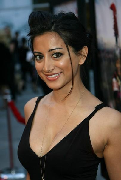 Noureen DeWulf black dress cute images
