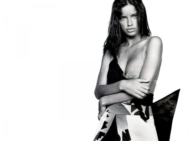Adriana Lima killer look wallpaper