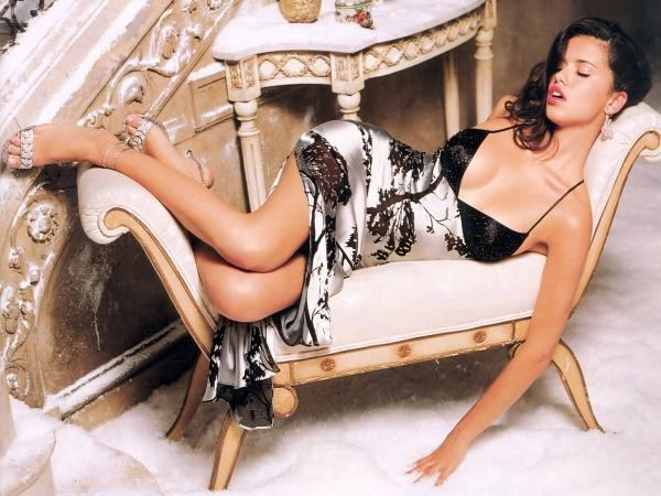 Adriana Lima Sizzling Hot wallpaper