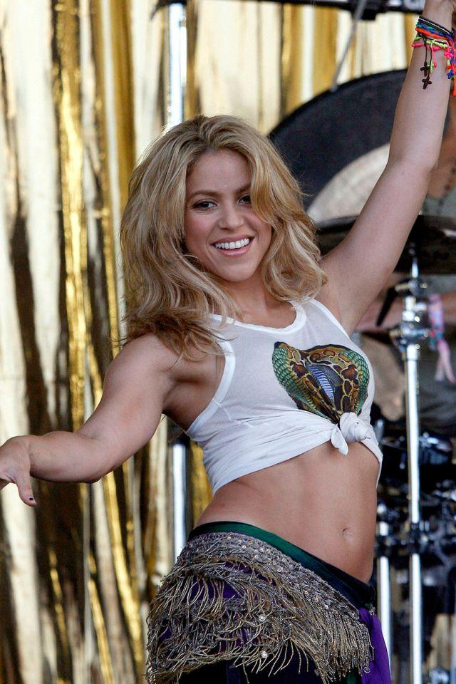 Shakira hot dance movement pics