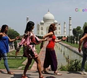 Katrina Kaif dancing in front of Taj-Mahal