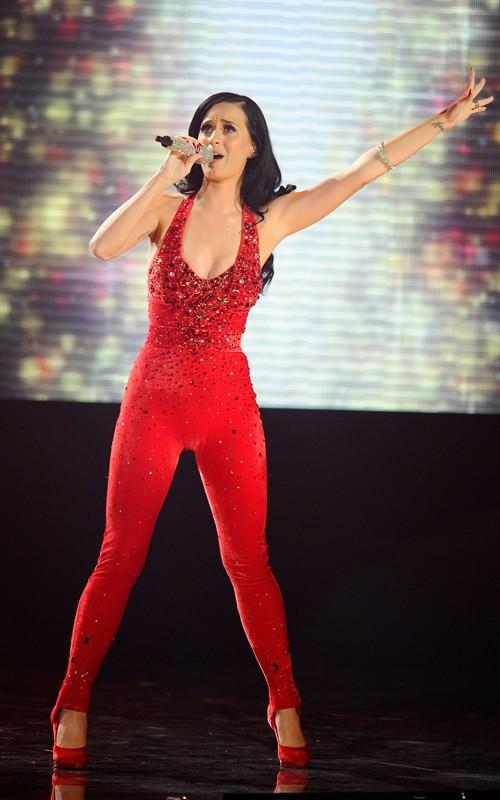 Katy Perry performing at American Music Awards red dress Pics