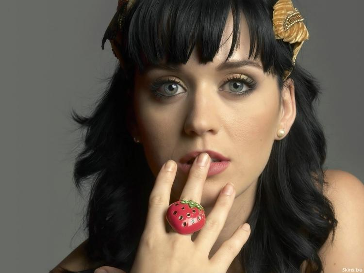 Katy Perry sexy eyes and cute  wet lip still