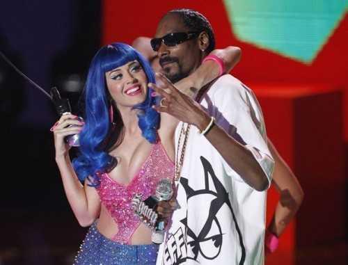 Katy Perry performance blue hair photo