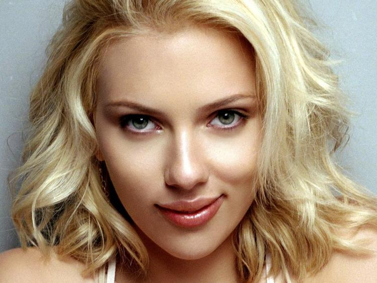 we bought zoo movie Scarlett Johansson sexy face look