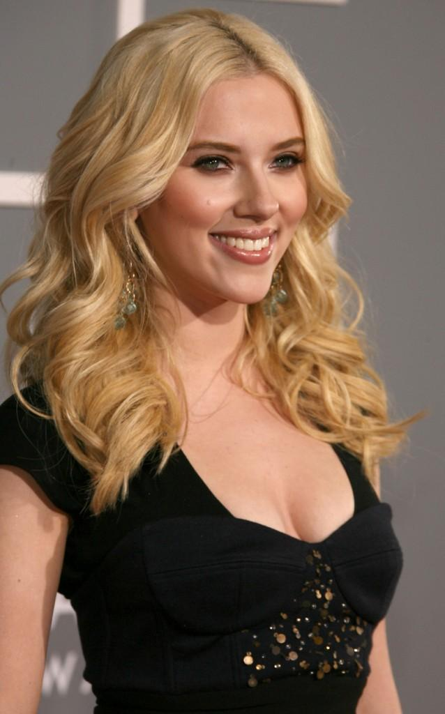 Scarlett Johansson black dress gorgeous photo