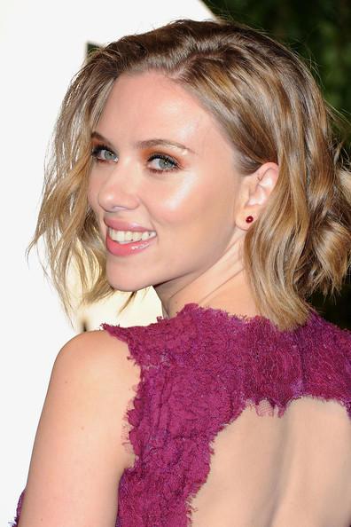 Scarlett Johansson sexy back exposing photo