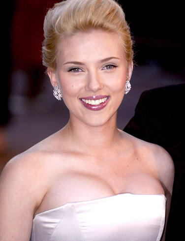 Scarlett Johansson sleeveless dress big boob show