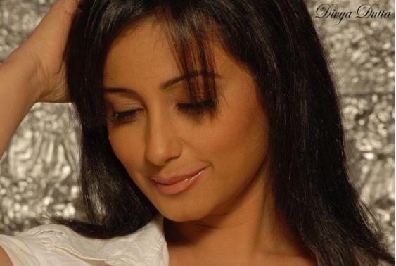 Divya Dutta cute face wallpaper