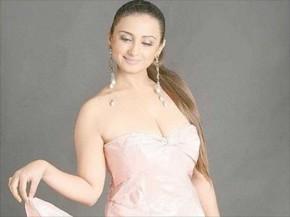 Divya Dutta Latest sleeveless dress wallpaper