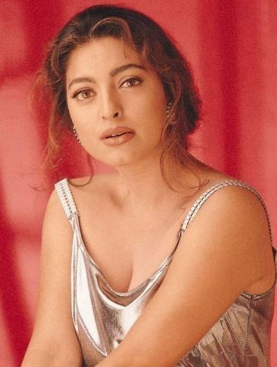 Juhi Chawla sizzling hot wallpaper