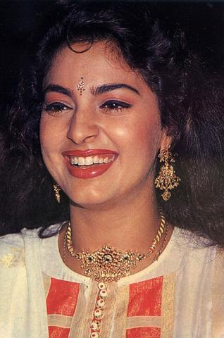 Juhi Chawla beauty smile wallpaper