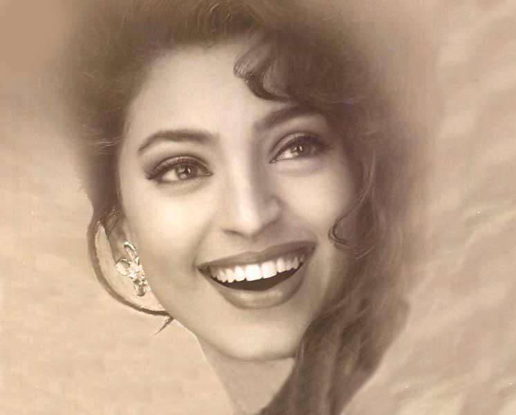 Juhi Chawla open smile wallpaper
