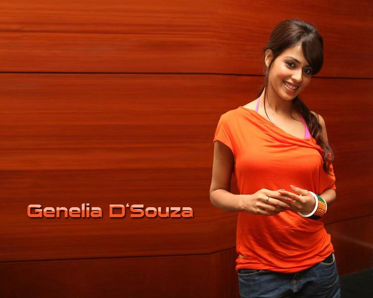 Genelia Dsouza cute smile pics