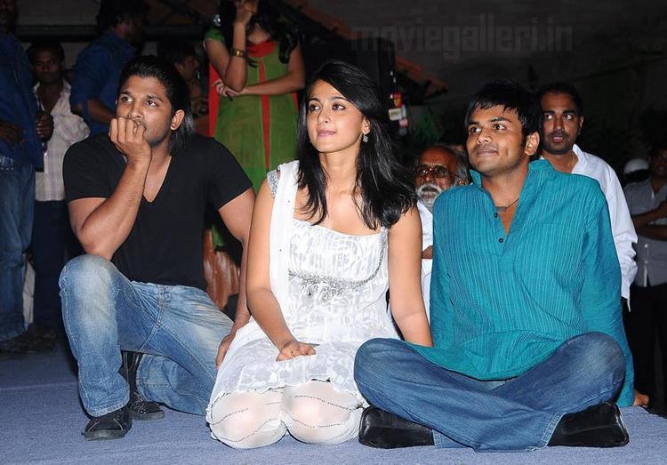 Vedam stills Allu Arjun and Anushka Shetty